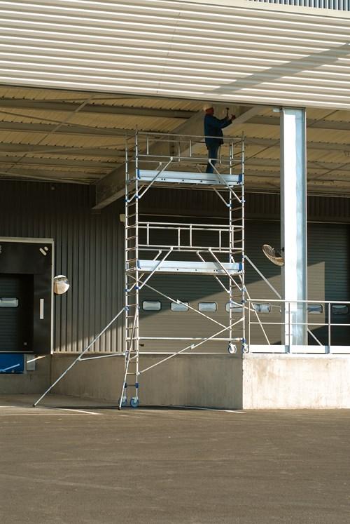 Echafaudage totem 2 box 250 roulant tubesca comabi aluminium spe - Location echafaudage roulant ...